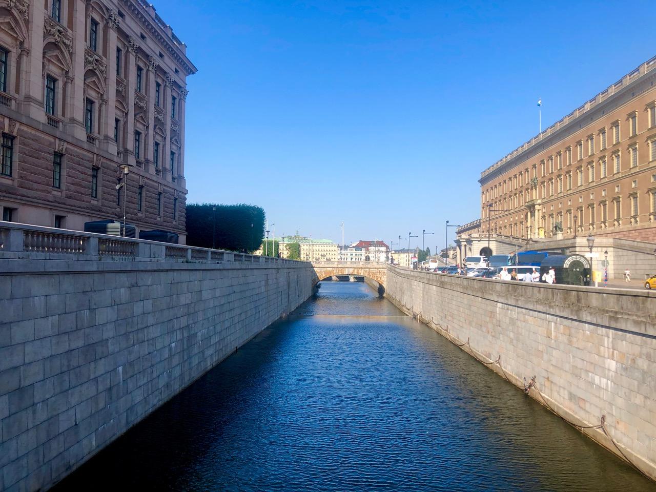 Ostolakossa Virve Fredman työt eleven irtisanoutuminen