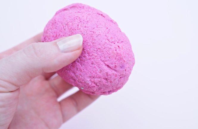 LUSH American Cream Pressed Conditioner -hoitoainepala kokemuksia Ostolakossa