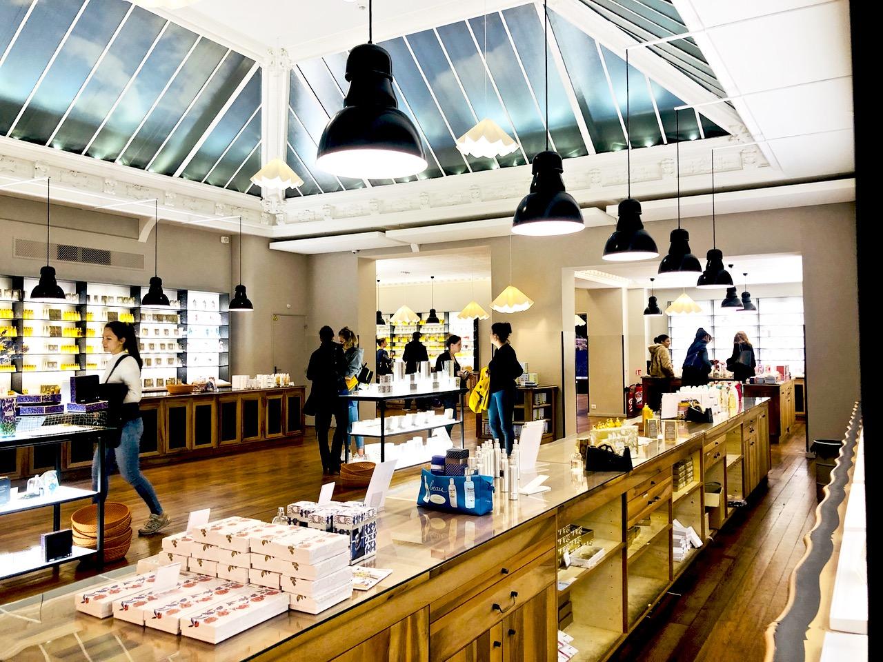 Ostolakossa Pariisi minimalismi shoppailu