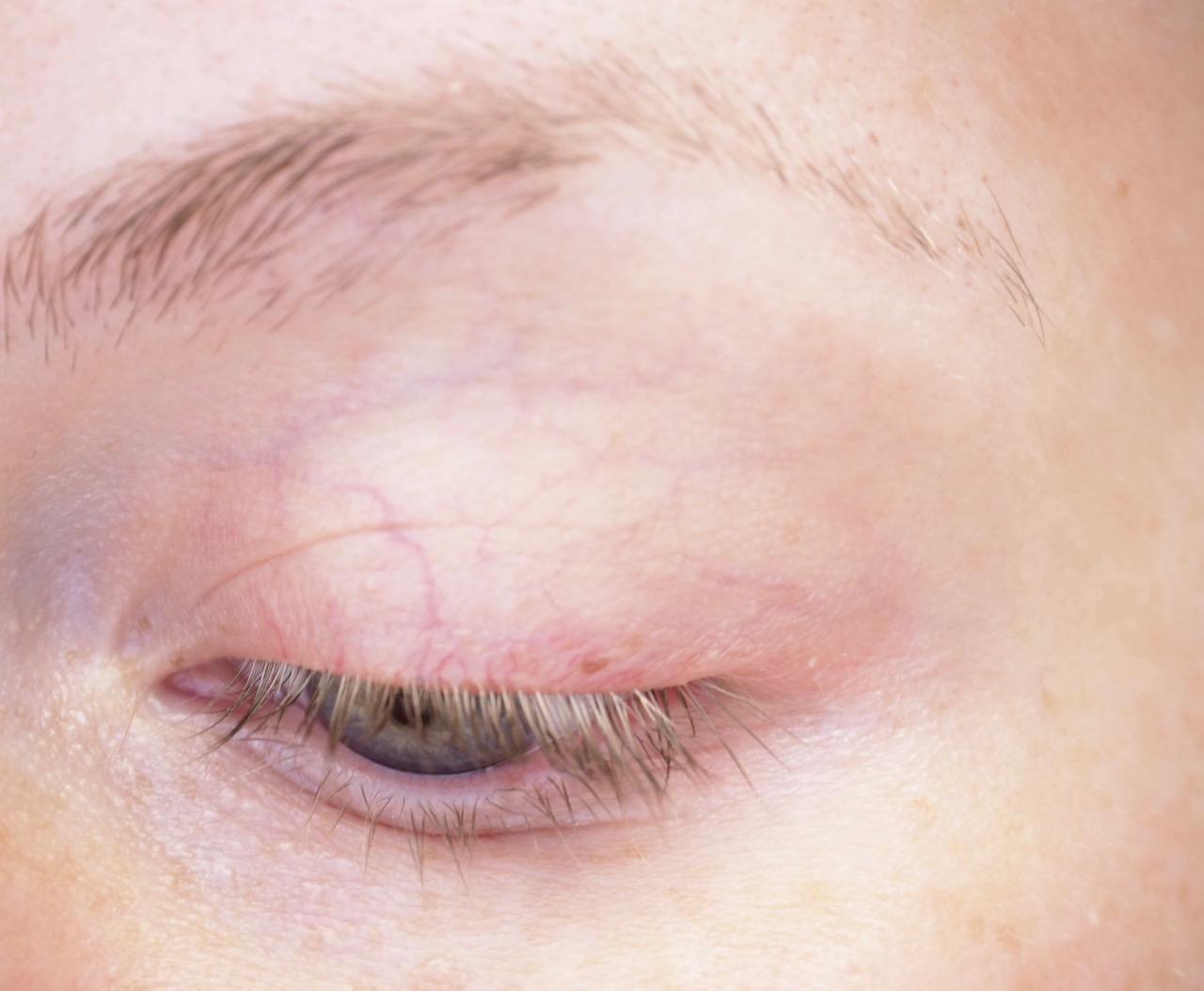 bareMinerals gen nude eyeshadow primer kokemuksia Virve Fredman luomivärinpohjustaja