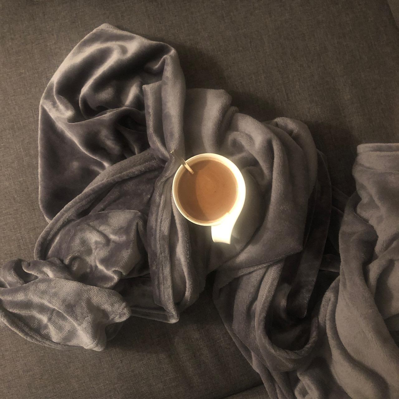 Mitä jälkeen jää - taito tehdä kuolinsiivous kirja Virve Fredman Ostolakossa minimalismi