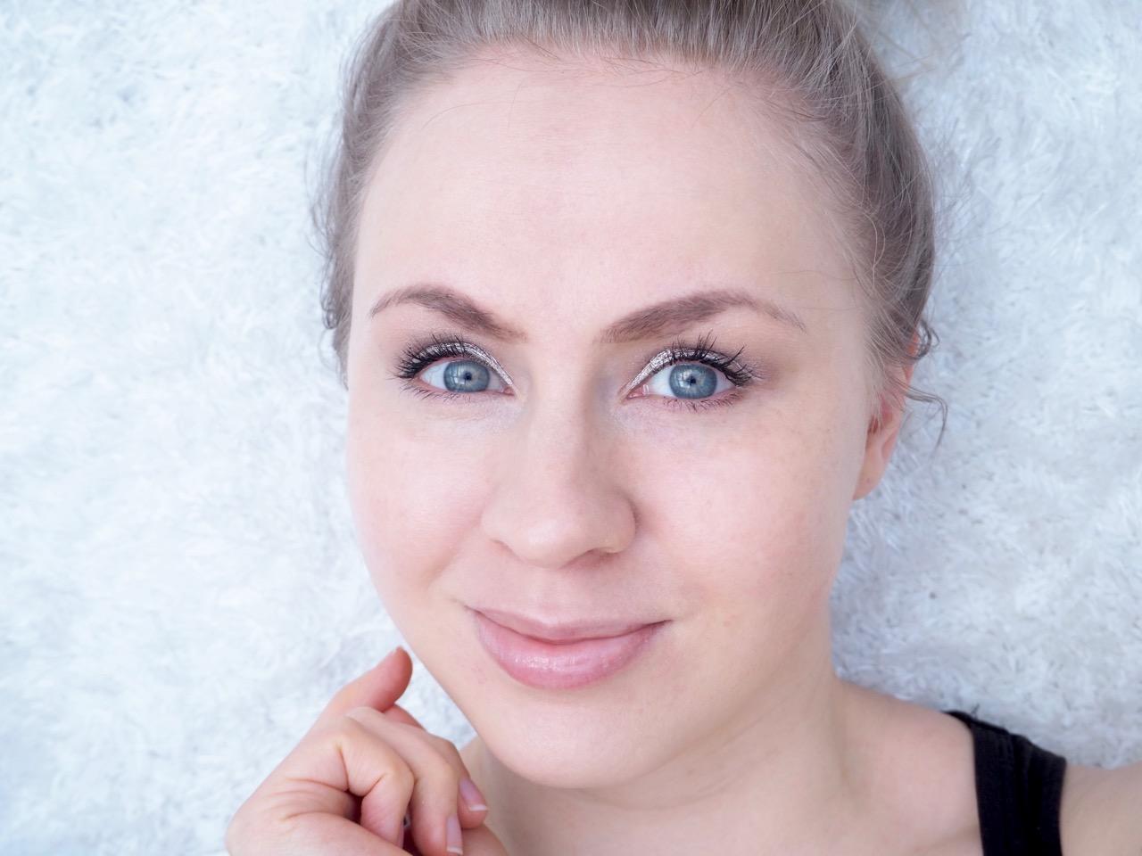Luonnonmukainen meikkivoide Korento voidemainen meikkipohja kokemuksia Virve Fredman