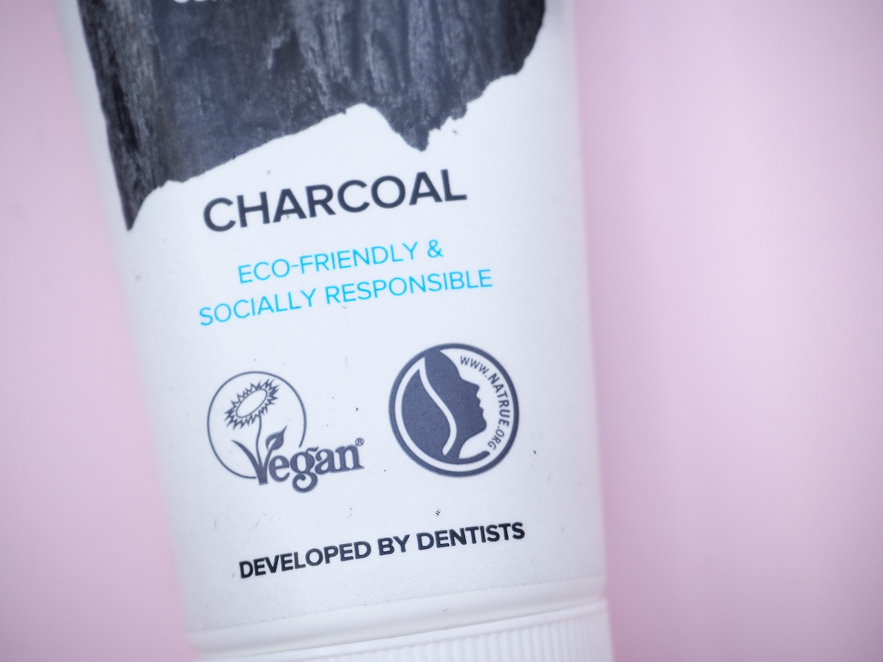 The Humble Co Natural Toothpaste Charcoal luonnonmukainen hammastahna